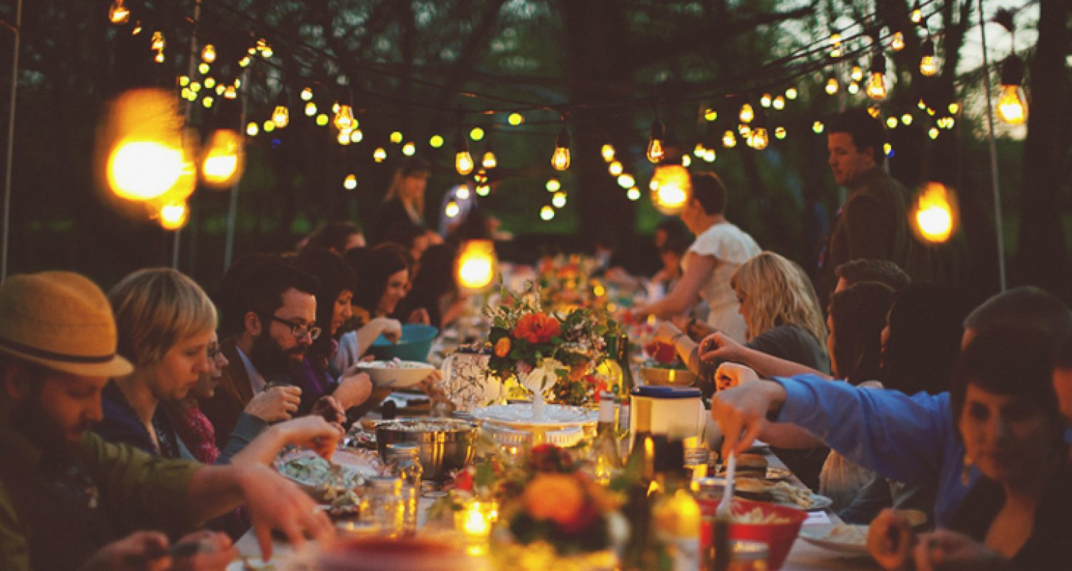 38589 Outdoor Dinner Party